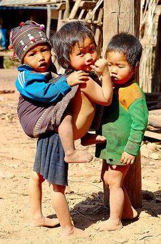 Frères du Laos (Asie)  Crédit photo : Jon Bratt