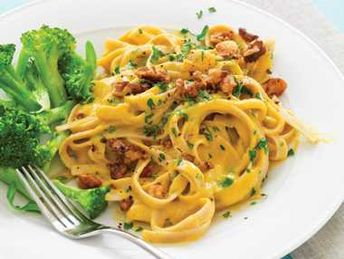 Butternut Squash Over Pasta | A creamy butternut squash sauce over fettucine pasta, topped with toasted walnuts and parsley. Prep time is around 40 minutes. A healthier recipe to help start this Autumn season the right way. Only 409 calories per serving.