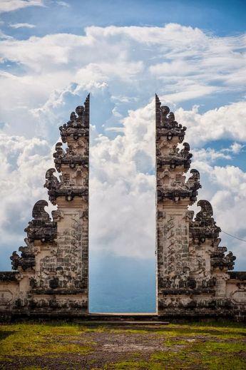 Heaven's Gate | Pura Lempuyang Door, Bali, Indonesia - amazing - www.seasymphony.com