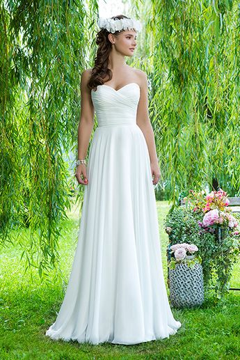 65abc2e9de109 60 Dreamy Dresses for a Beach-Bound Bride