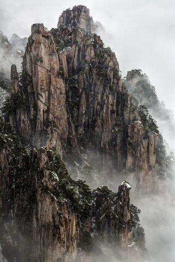 Huangshan Mountain, China [721x1082]