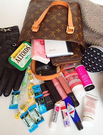 What's in my Purse – Winter Edition and Giveaway! (Sponsored) #swissherbs