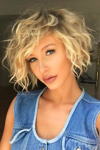 20 Stylish Short Hairstyles for Wavy Hair