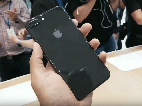 gia-thay-mat-kinh-sau-iPhone-8-Plus