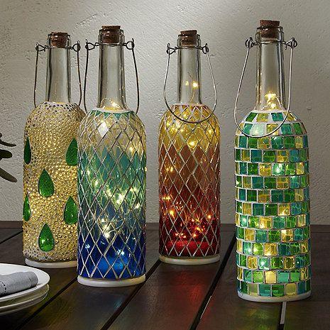 Lanterne a mosaico di bottiglie di vino (set di 4) da Wine Enthusiast - $ 69,95