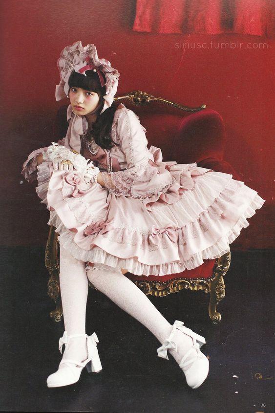 ロリータ服のオシャレで可愛い小松菜奈
