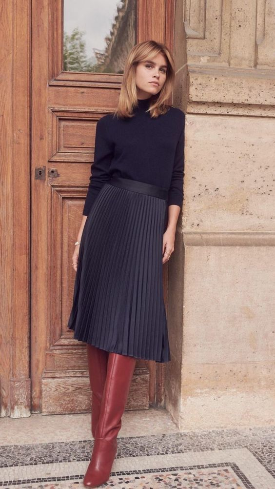 #chic #fashion #moda #boots #skirt #pleatedskirt #style #outfits #ootd #turtleneck #classic #classy #ridingboots #outfitinspiration #outfitideas #winterfashion #streetstyle
