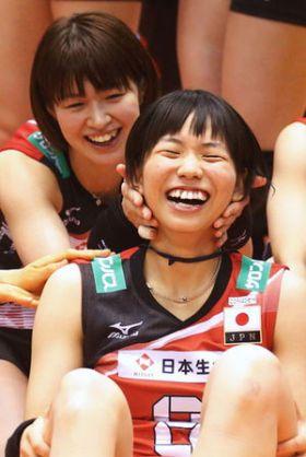 チームメイトと戯れる可愛い古賀紗理那