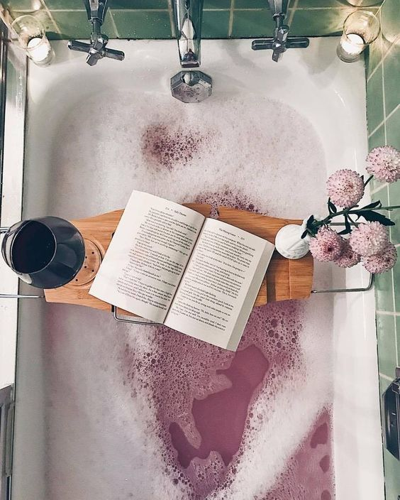 A bath is a chance to switch off from the world, stop thinking about everything and get some perspective! There's really nothing better than a Sunday bathing ritual, so here are some essentials that will take your bath to the next level . . .
