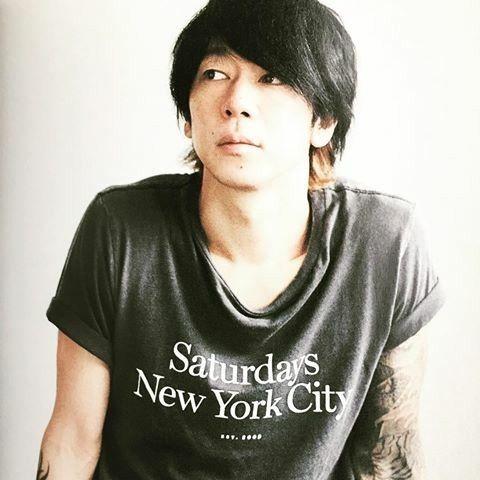 黒いTシャツのかっこいい細美武士