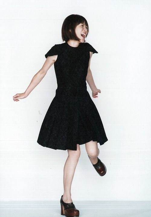 踊るように跳ねる上野樹里