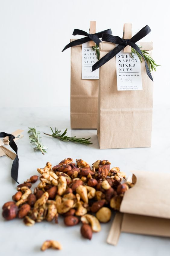 These delicious sweet and spicy mixed nuts pair perfectly with a personalized, printable gift tag for a generous homemade present.