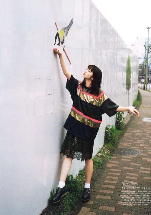 壁の小鳥とオシャレで可愛い小松菜奈