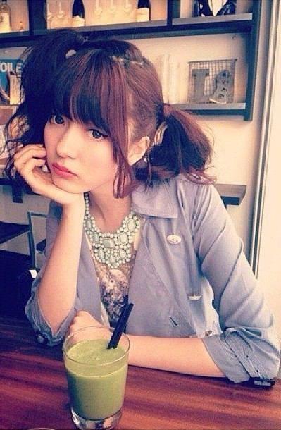 カフェでの八木アリサ