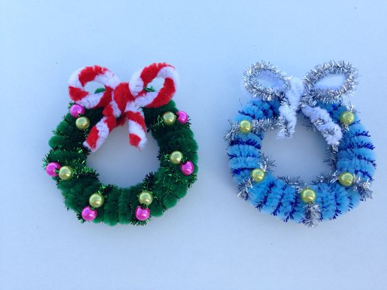 Pipe cleaner Christmas wreath