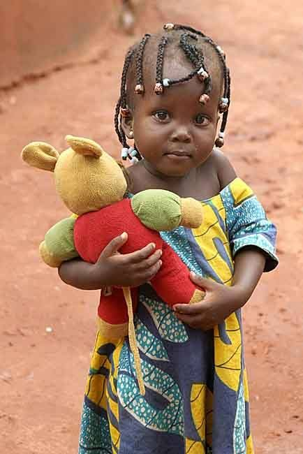 Beninese girl, by Christa Neuenhofer  -  béninoise