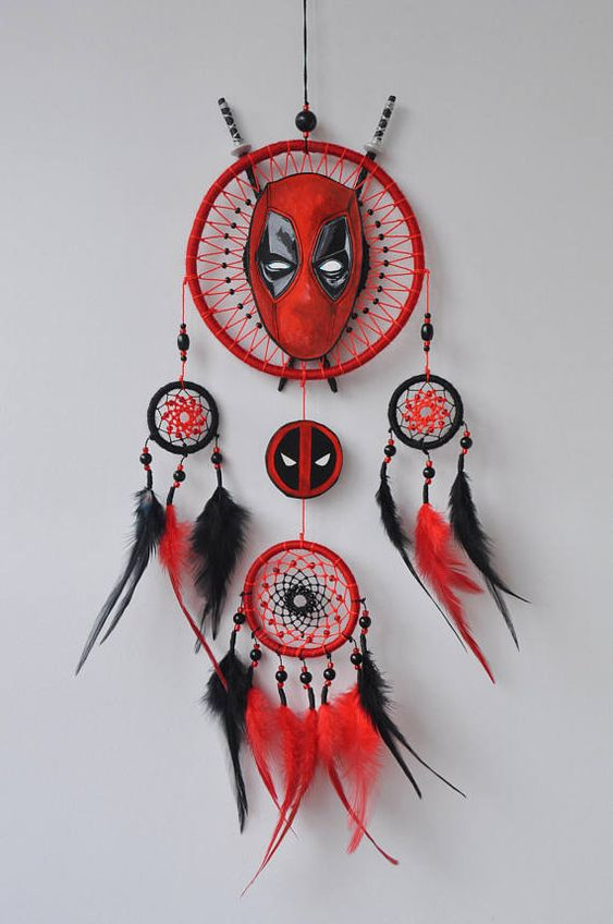 Regalo ispirato Deadpool Supereroe Dream Catcher per Boy Boys Wall Hanging Marvel Fan Idea regalo