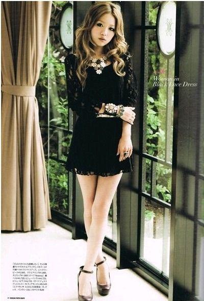 黒いミニスカートの西野カナ