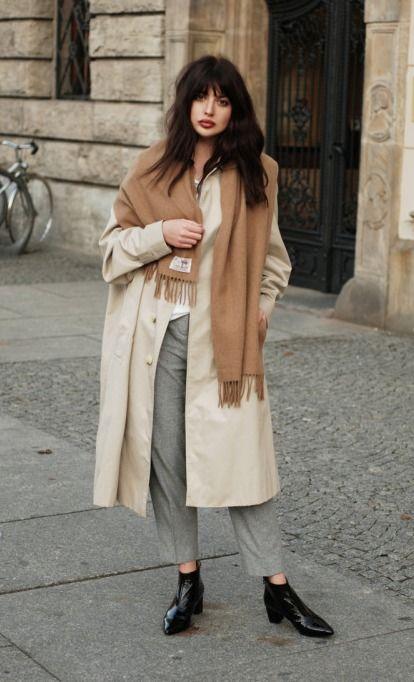 Áo khoác dáng dài cùng khăn màu camel