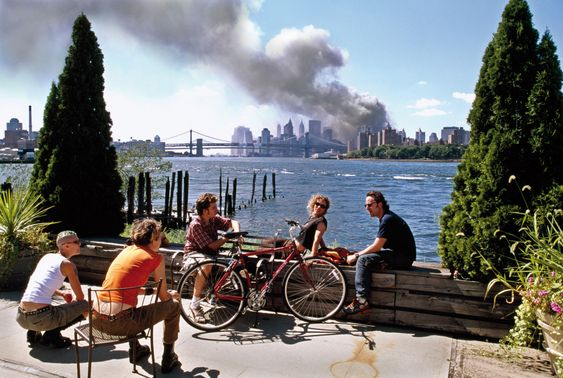 Thomas Hoepker. Brooklyn, New York. September 11, 2001