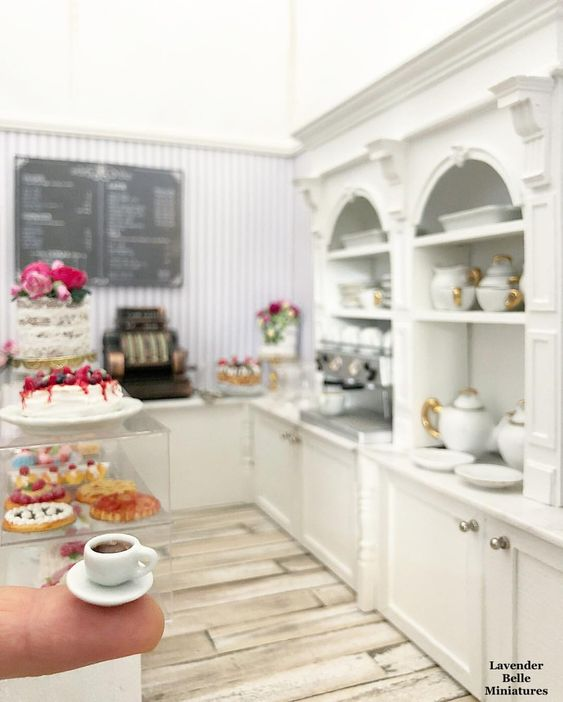 It's almost closing time at #LavenderBelleCakery ☕️