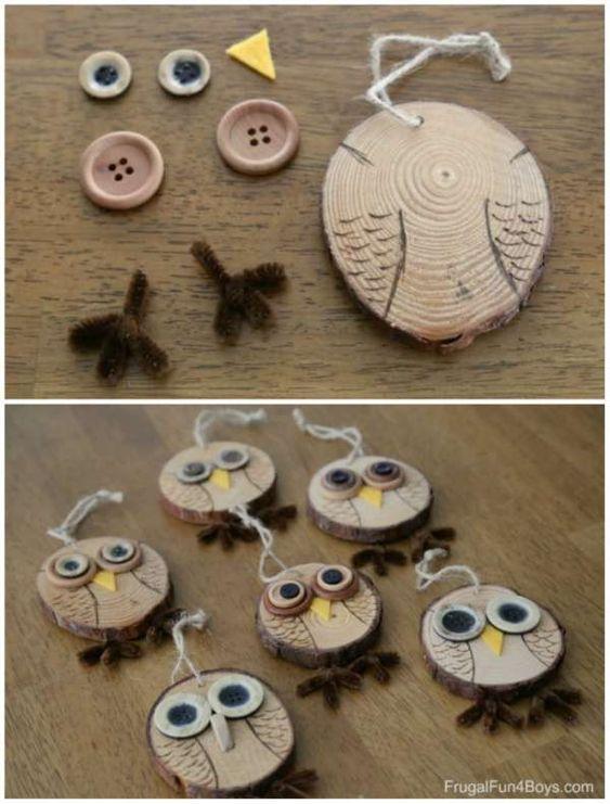 Ornements hiboux en rondins de bois et boutons. 17 Décorations de Noel DIY avec des rondins de bois