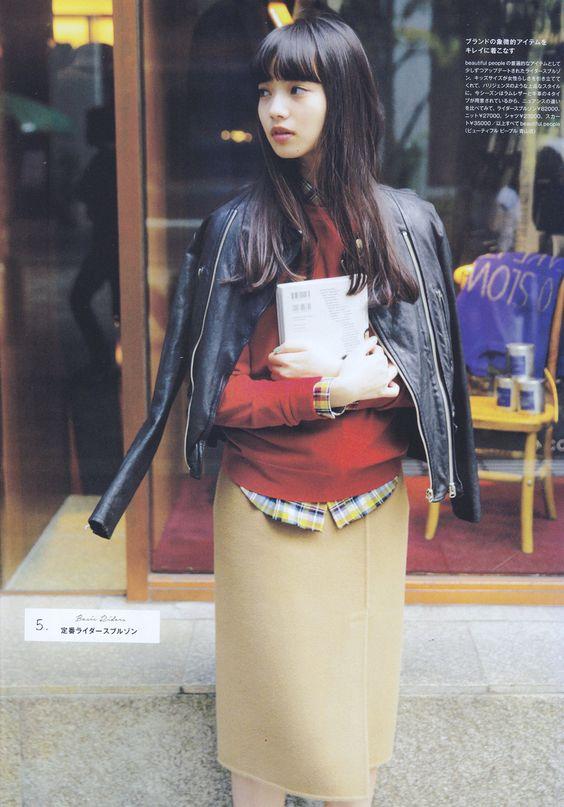 黒いジャケットのオシャレで可愛い小松菜奈