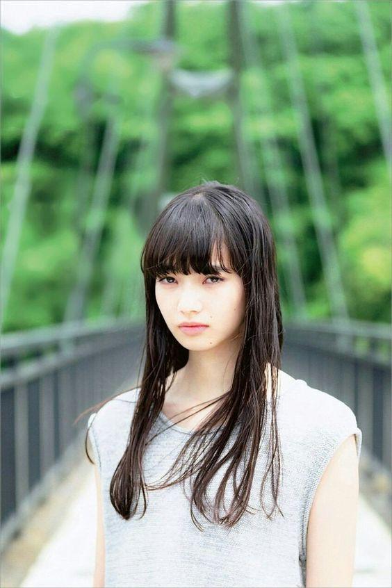 橋の上のオシャレで可愛い小松菜奈