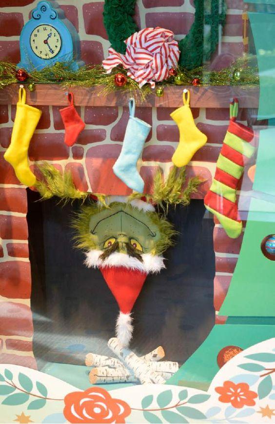 The Grinch Holiday Window presso The Grand America Hotel. Artista: Jonnie Hartman