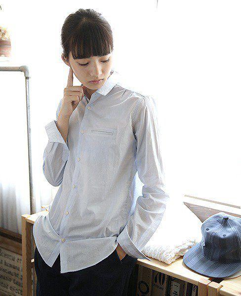 シンプルなシャツのオシャレで可愛い小松菜奈