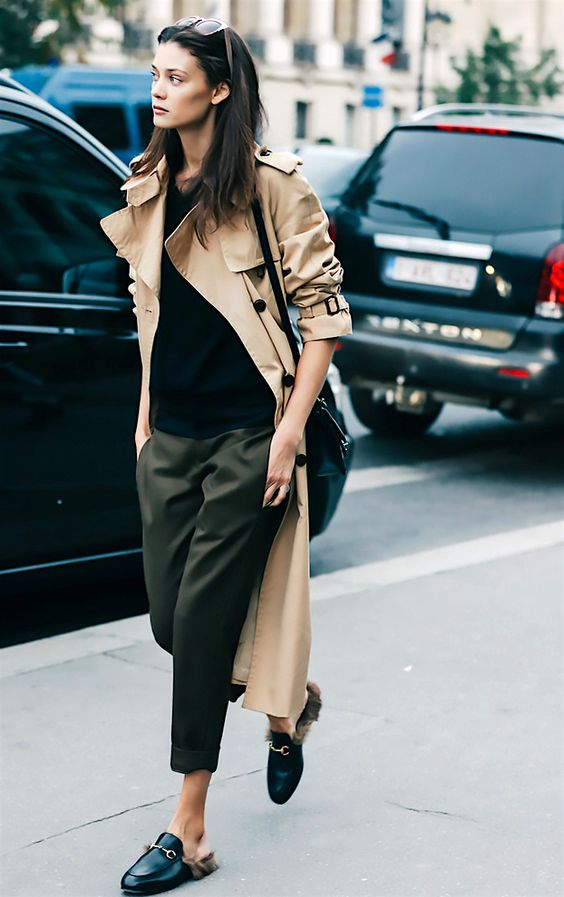áo khoác dáng dài màu camel kết hợp quần màu rêu và giày lười