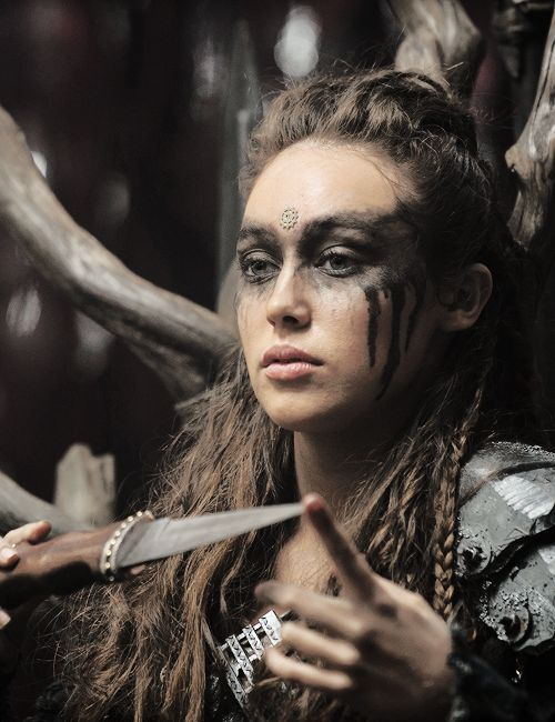 alycia debnam carey as commander lexa