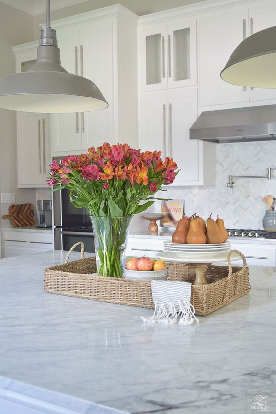 but since this task can be somewhat overwhelming to some, I've decided to share just 3 simple tips on styling the kitchen island today to make life easier.