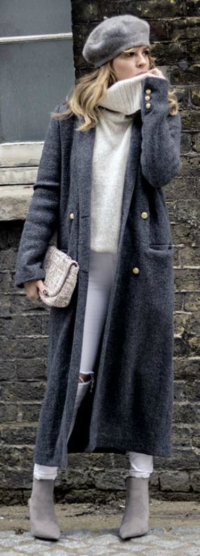 A maxi coat will go a treat with an oversized knit sweater and skinny jeans. Isabel Sellés wears the look with pale grey Chelsea boots and a matching vintage style beret; making the style perfect for winter. Maxi Sweater: New Look, Jeans: Topshop, Coat/Bag/Boots: Zara.