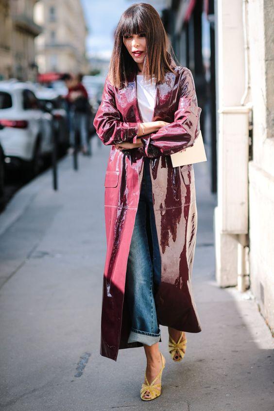 áo khoác dáng dài quần jeans và giày cao gót màu sắc
