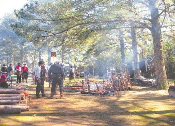Churrasco com espeto de pau e ao ar livre é uma tradição que persiste | Foto: Carina Mandelli / Divulgação / CP