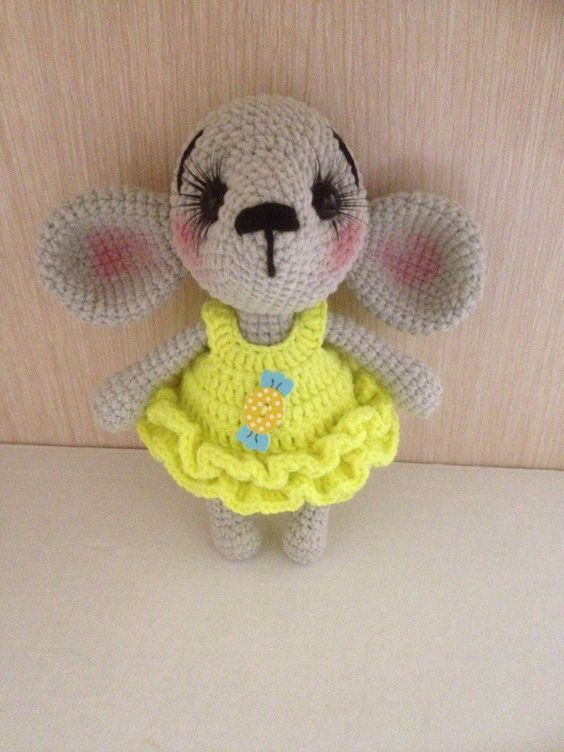 PDF Мышонок в комбинеÐоне. Бесплатный мастер-класс, схема и описание для вяÐания плюшевой игрушки амигуруми крючком. Вяжем игрушки своими руками! FREE amigurumi pattern. #амигуруми #amigurumi #схема #описание #мк #pattern #вяÐание #crochet #knitting #toy #handmade #поделки #pdf #рукоделие #мышка #мышонок #мышь #mouse