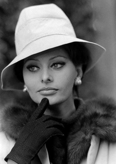 Sophia Loren #fur #fashion #style #inspiration #furfashion #icon #classic #sophialoren #celebrity