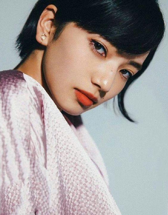 赤い唇がセクシーなオシャレで可愛い小松菜奈