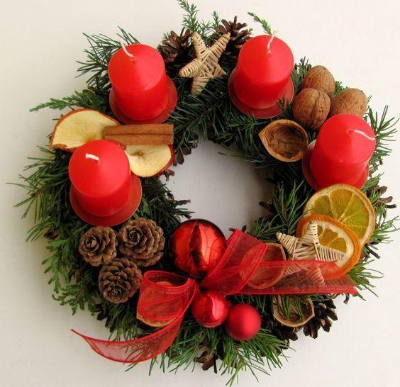 Boże Narodzenie 2017: Stroik z czterema świeczkami, jako elegancka ozdoba na Twój stół