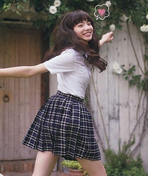 チェックスカートのオシャレで可愛い小松菜奈