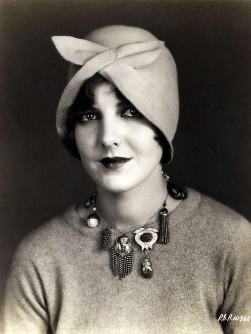 Jean Arthur, looking darling in a cloche and 'charm necklace' (circa 1920s) #Valentino