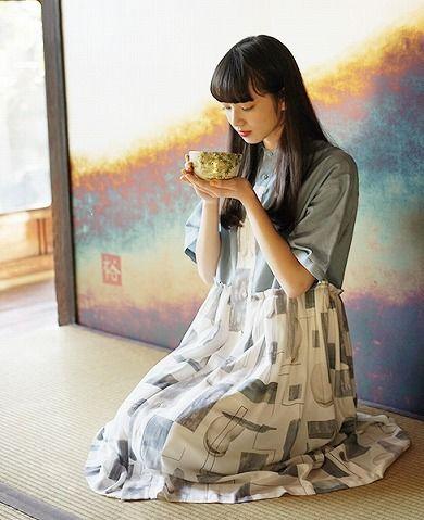 お茶を飲むオシャレで可愛い小松菜奈