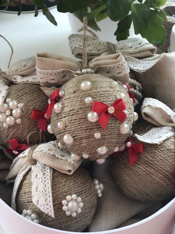 Christmas tree ornaments made with lots of love. Christmas Ornament Set of 5 different balls. These beautiful Christmas tree decors are wrapped in round carton box. Ball diameter approximately 7.00 cm.