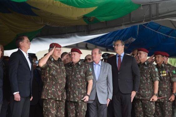 Bolsonaro falou sobre situação migratória durante cerimônia militar no Rio | Foto: Fernando Souza / AFP / CP