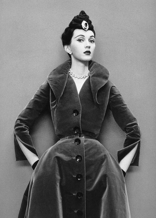 Dovima in velvet coat-dress from Dior's Oblique Line, Autumn_Winter Collection 1950, photo by Richard Avedon. Image via Pinterest.
