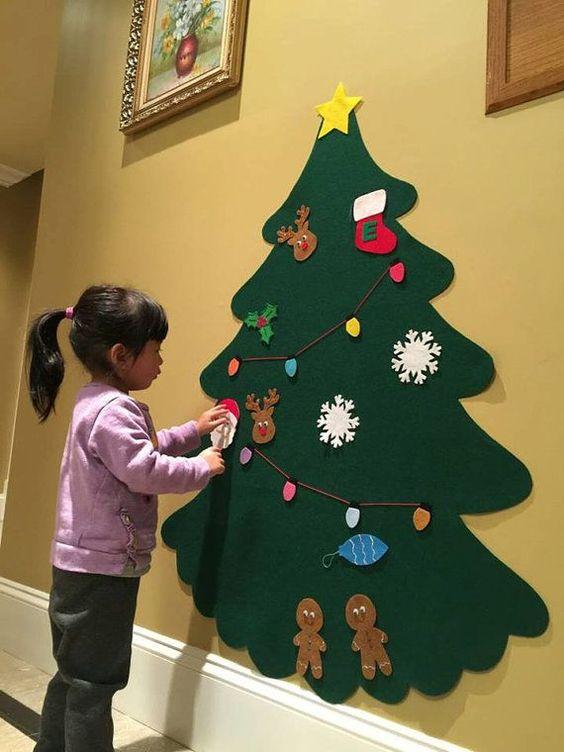 Questo set comprende: 1 grande albero (regolare verde o scuro verde) 20 ornamenti Scegliere 20 ornamenti: mini albero di Natale, campana, fiocco di neve, calza (con una lettera in mezzo), pupazzo di neve, Santa, uomo di Pan di zenzero, contenitore di regalo (4 colori), star, xmas luce, palla ornamento (3 colori), corona, agrifoglio o renna. * * Inserisci un messaggio me tuo 20 ornamenti dopo aver aggiunto al carrello questo * * Al fine di evitare di pagare soldi extra per spese di spedizio...