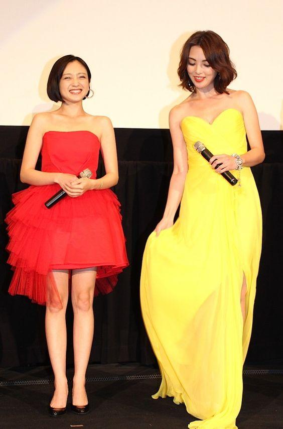 赤いドレスの安達祐実