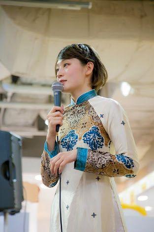 白いチャイナ服の水曜日のカンパネラ・コムアイ