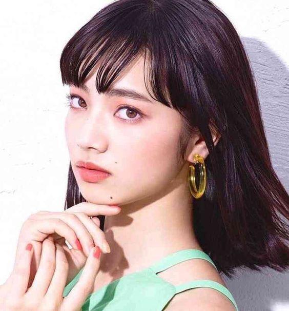 きりっとした眼差しのオシャレで可愛い小松菜奈